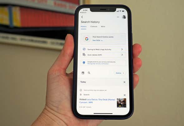 Now You Can Delete the Last 15 Minutes of Your Google Search History on iOS