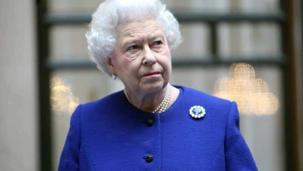 La ácida respuesta de la reina Isabel II a un grupo de turistas que no la reconoció