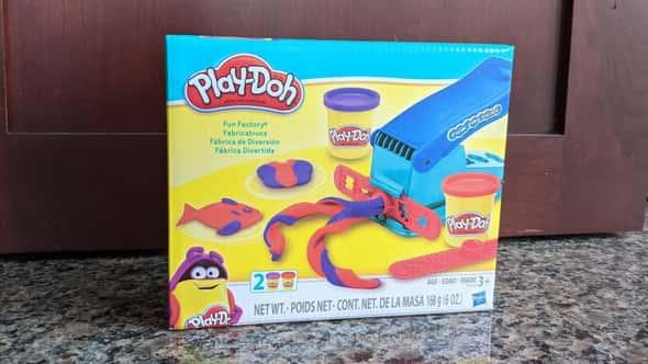 TIL bạn có thể sử dụng Play-Doh Fun Factory làm máy ép cookie
