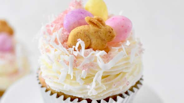 Spring Hummingbird Cupcakes Are an Adorable Easter Dessert Both Kids and Adults Can Enjoy