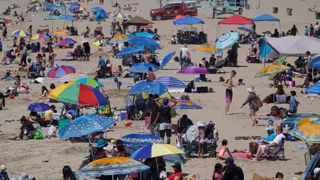 Sun's out, lướt sóng đang lên và California mở cửa trở lại rộng rãi hơn