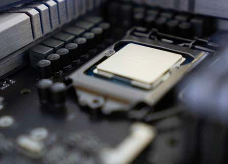 This Computer Chip Stays Cool and Keeps Processing Via In-Chip Water Flow