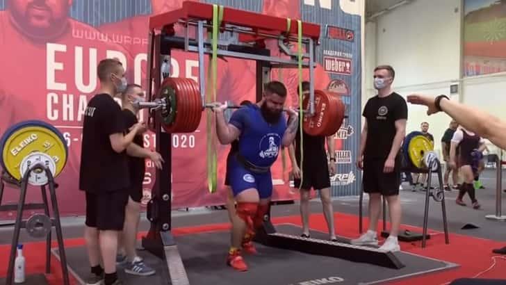 Un levantador de pesas en el campeonato abierto de Europa sufre un grave accidente levantando 400 kilos (Video)