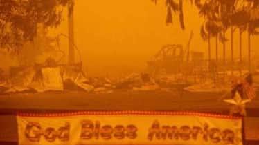 Al menos cinco desaparecidos y dos pueblos calcinados tras el gran incendio en California