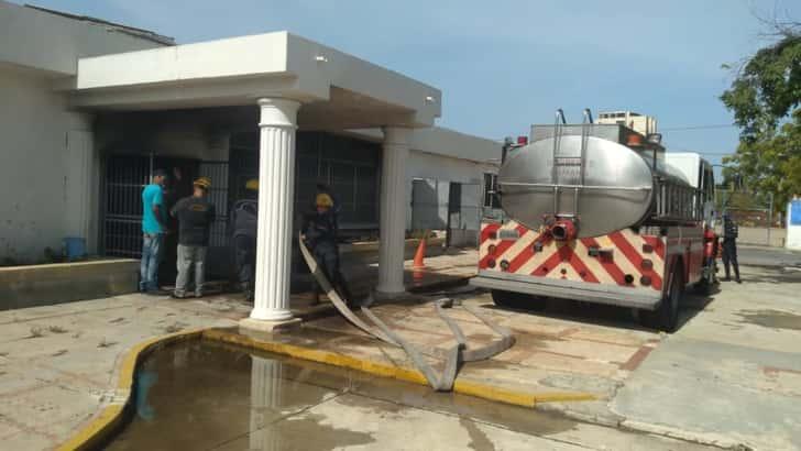Incendio destruyó parte de las instalaciones del CNP en Sucre (Fotos)