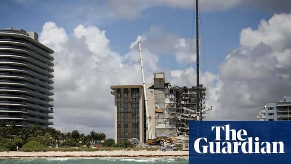 Miami condo collapse: death toll rises to 11 as rescue teams continue search