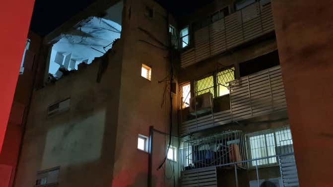 Hamas rockets damage Sderot, Ashdod houses amid ceasefire efforts