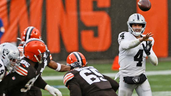 Gusty winds, freezing rain wreak havoc on Raiders' game vs. Browns