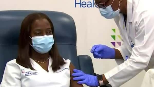 As COVID-19 vaccinations begin, U.S. reaches grim toll of 300,000 coronavirus deaths