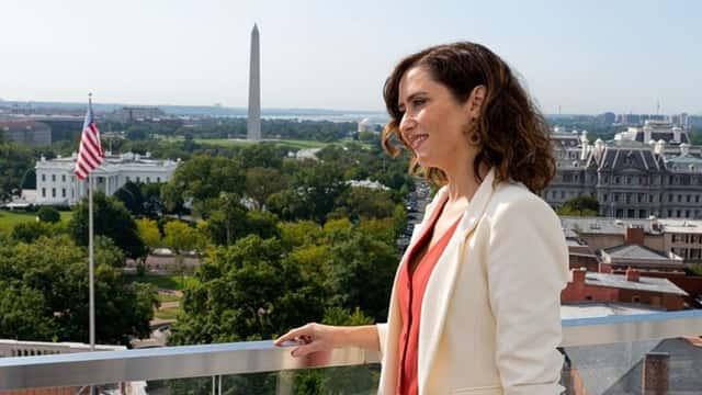 5 puntos que convierten el estilismo de Isabel Díaz Ayuso en un éxito político