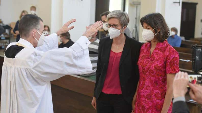 Católicos alemanes bendicen parejas homosexuales desafiando al Vaticano