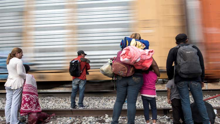 Se espera repunte en «turismo» de partos en EEUU por política migratoria de Biden