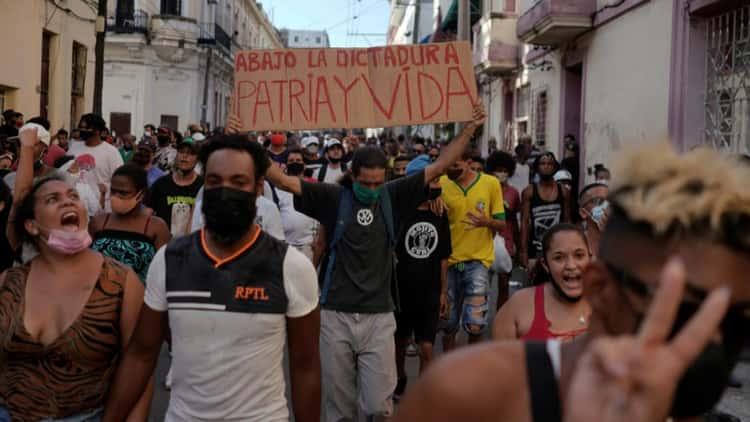 Sube a 424 el número de detenidos en medio de la tensa calma en Cuba